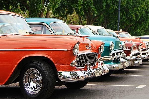 Парады любителей старинных машин