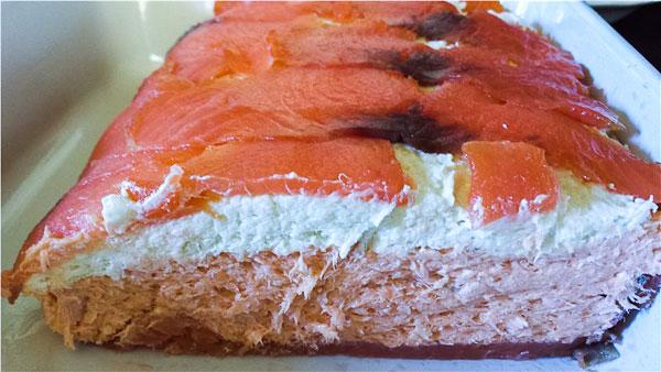 Паштет-рулет из лосося и голубого сыра
