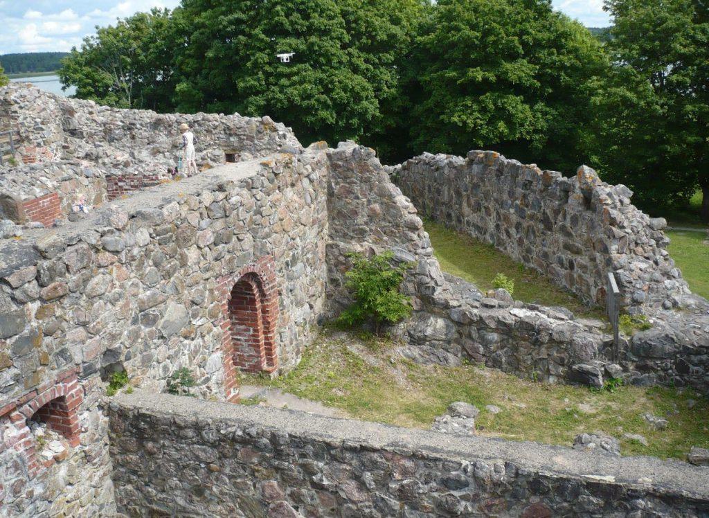 Руины замка, хранящие тысячи историй