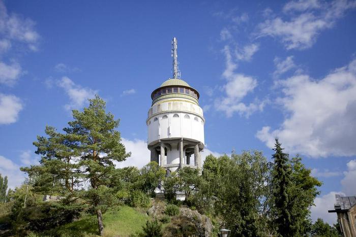 На горе Naisvuori имеется обзорная башня для самостоятельного знакомства с городом