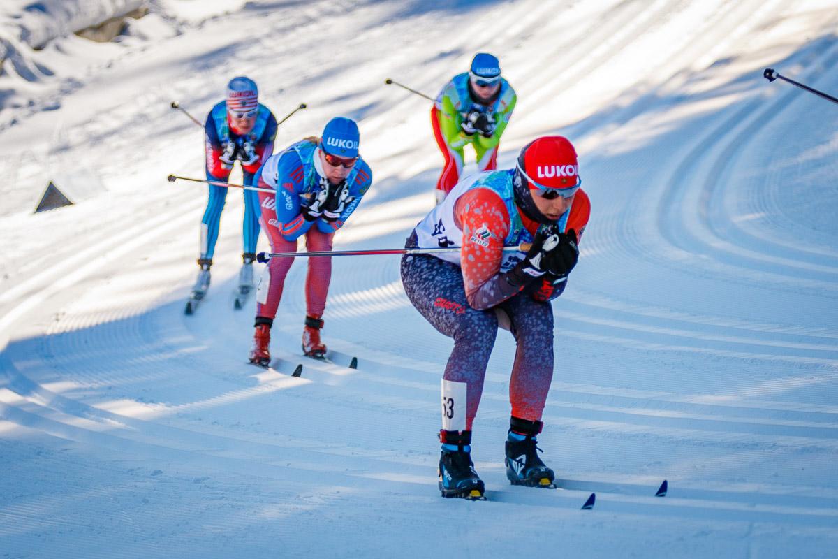 Лыжные гонщики–герои