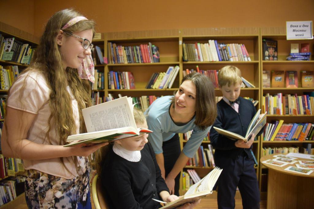 чтение молодежи в библиотеке