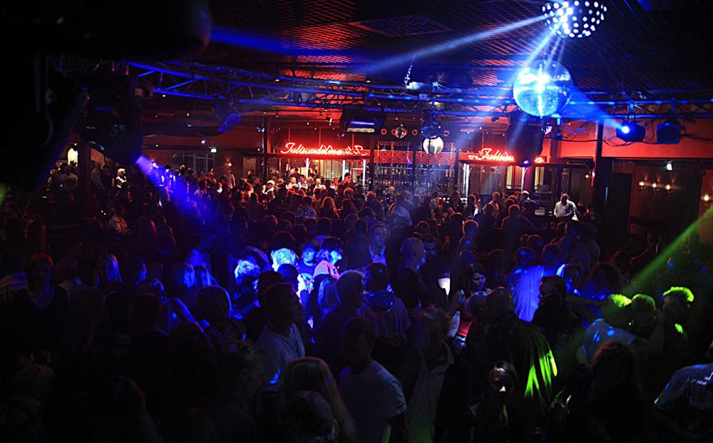 ночной клуб вечером
