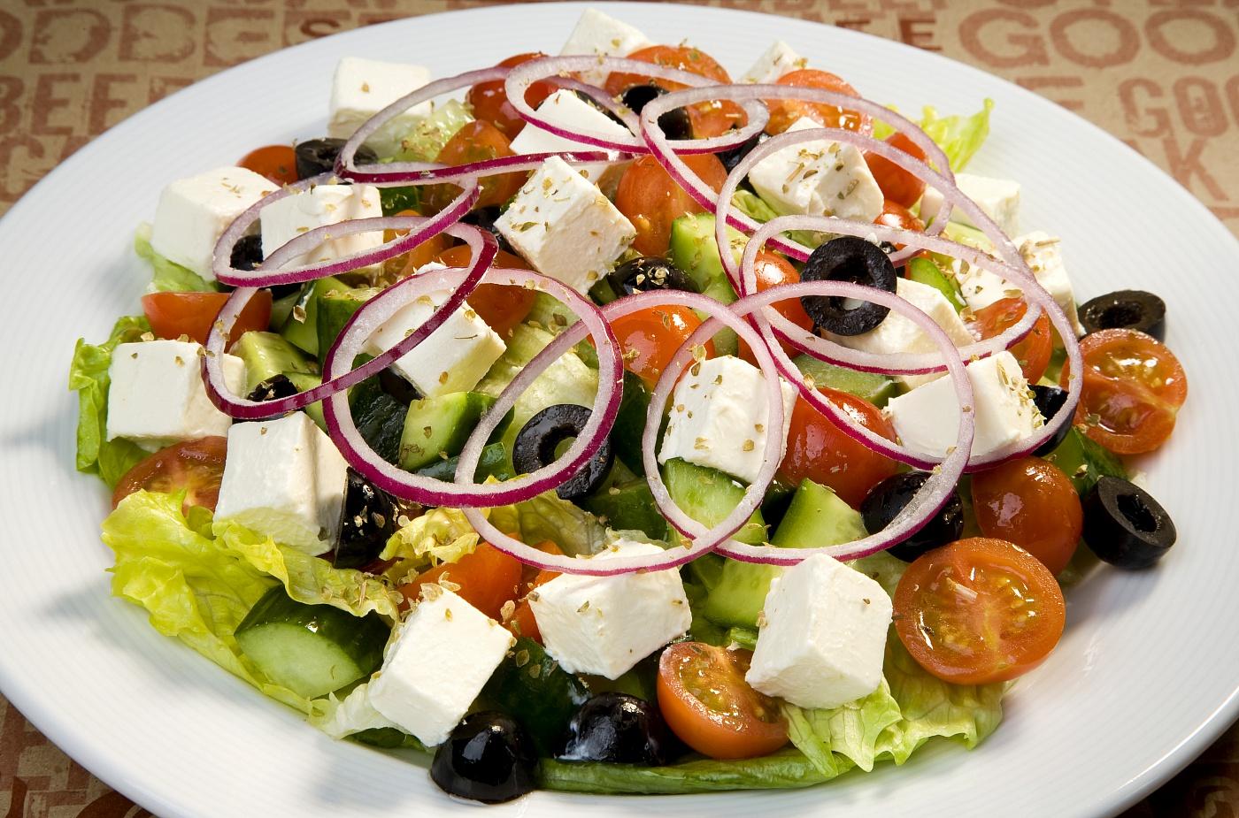 Салат с саганаки