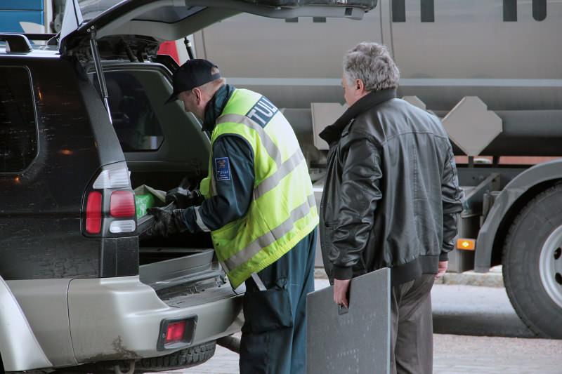 Досмотр машины на финской таможне