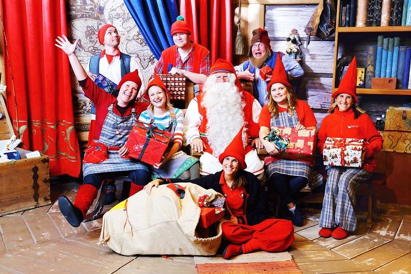 Санта и команда эльфов