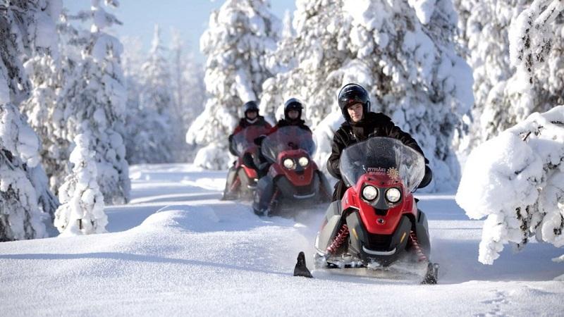 Катание на снегоходах в Финляндии