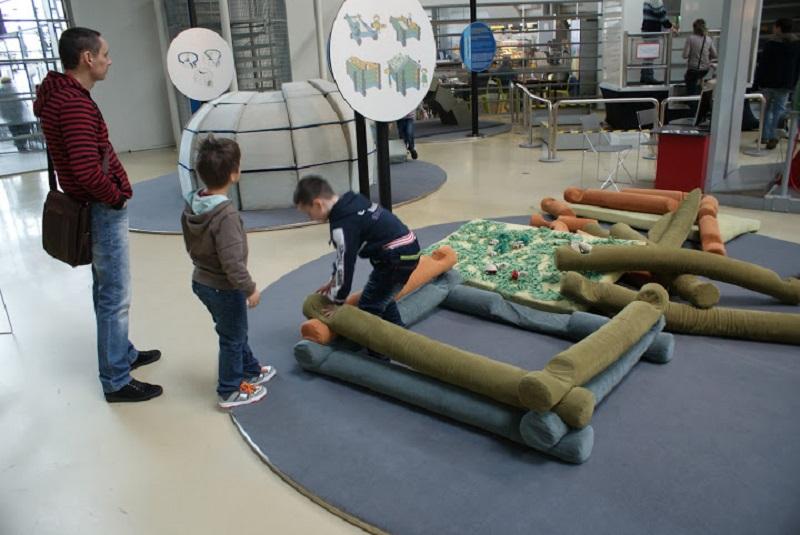 Как построить дом в музее Эврика