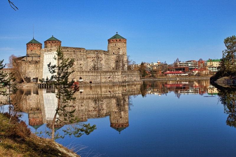 Замок Олавинлинна в Южном Саво